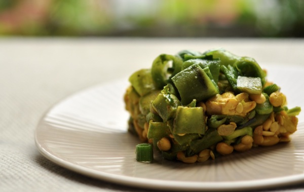 tempeh con fave e asparagi