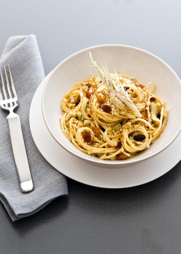 Spaghetti ai cardi - Immagine di Claudia Castaldi - Ecocucina (Gribaudo)